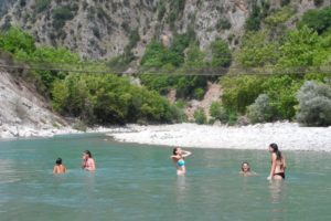 river_swimming_tzourzia_2